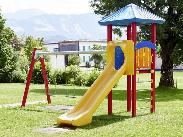 Neuer Spielplatz für unsere Kinder und künftige Tennisspieler
